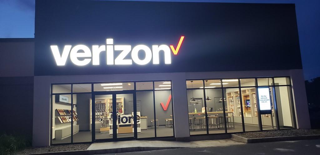 Verizon Authorized Retailer – Glens Falls Store Image