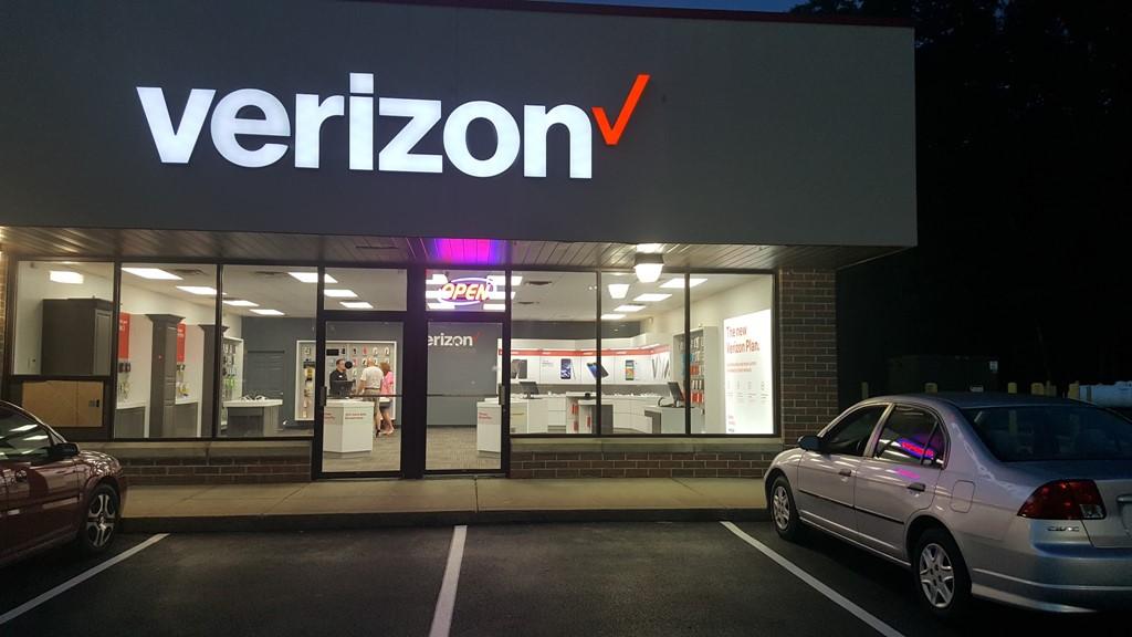 Verizon Authorized Retailer – Greenwich Store Image